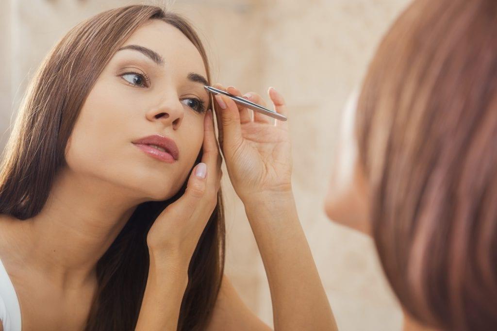 plucking eyebrows iStock_000057324404_Medium
