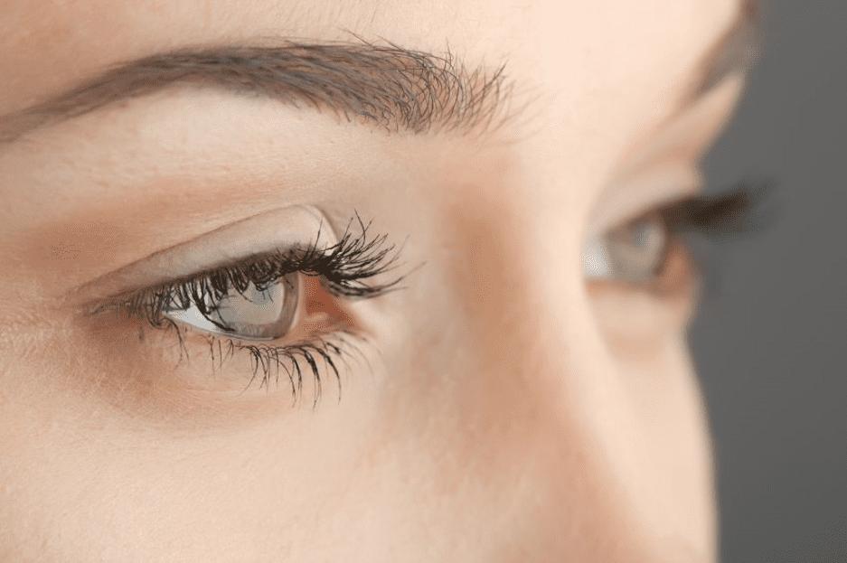 woman's eyebrows